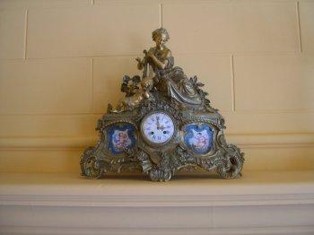 Hermoso reloj de mesa del siglo XIX - en Hotel de Turistas de Tarma (hoy Hotel Los Portales)