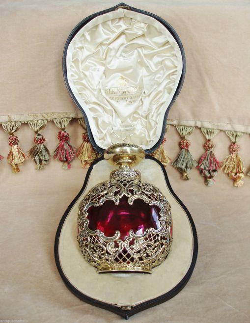 Hermoso perfumero victoriano con su estuche original  que se vende por Ebay en $7,000