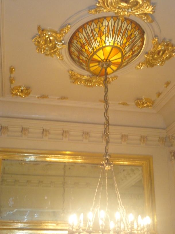 Hermoso vitral y arana de bronce- Teatro Municipal de Lima