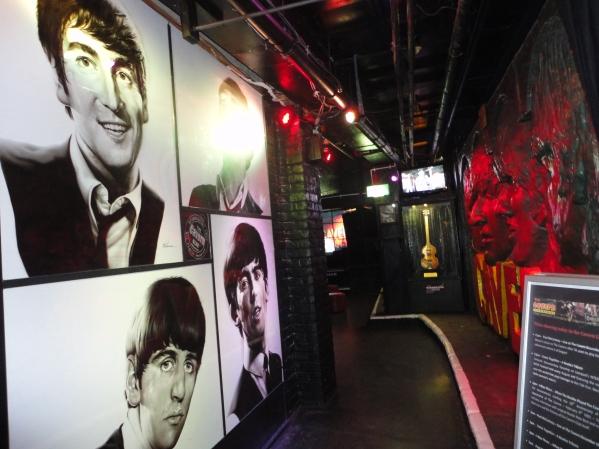 Fotos murales de The Beatles en The Cavern Pub - Liverpool.