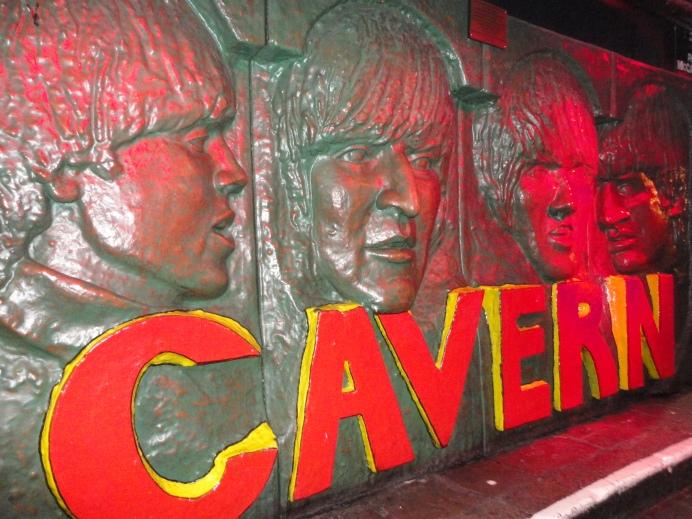 Escultura mural de The Beatles en The Cavern Pub.