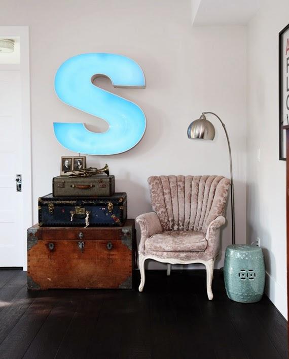 Decorando con maletas vintage big ben antiguedades y for Maletas vintage decoracion