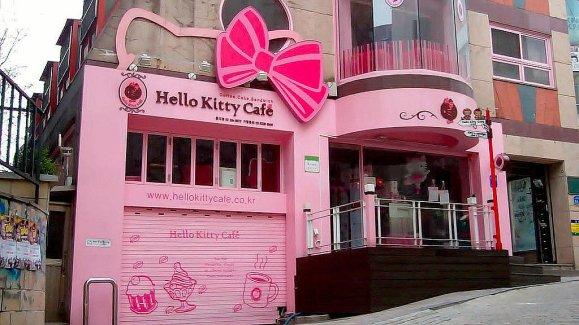 Hello-Kitty-Cafe-California