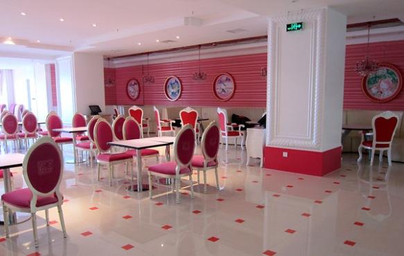 hello-kitty-restaurant-in-beijing-china10