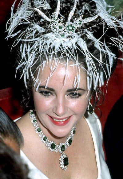 elizabeth taylor collar de diamantes y esmeraldas