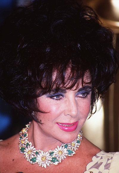 elizabeth taylor collar de margaritas de diamantes blancos y amarillos y esmeraldas