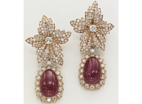 Jackie O aretes de diamantes y rubíes regalo de Ari