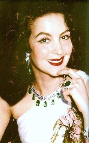 María felix collar de esmeraldas de jorge negrete