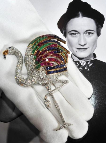 Wallis Simpson flamenco de brillantes rubíes, záfiros y esmeraldas