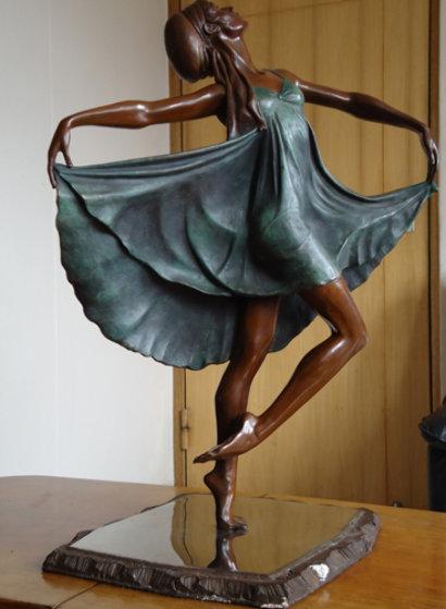 Escultura sin título del artista mejicano Víctor Villarreal.