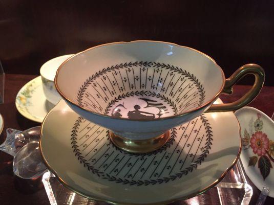 Plato y taza de té, porcelana Taylor & Kent.