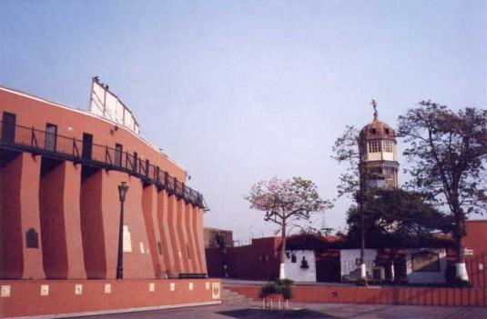 Exterior de la Plaza de Acho, Lima - Perú.