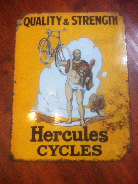 Cartel de latón sobre madera. Bicicletas Hercules. Inglaterra, 1930.