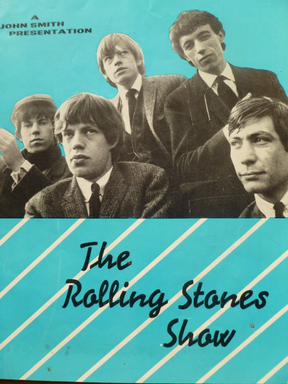 Programa del tour de los Rolling Stones de 1964, lleva los autógrafos de todos los miembros del grupo en su interior.