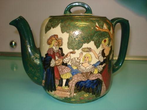 Tetera de porcelana inglesa Royal Doulton. 1930.