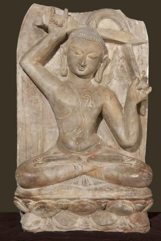 Buda sentado cortándose el pelo. Bagan, Birmania.