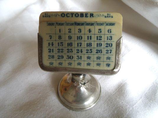 Calendario perpetuo de plata por James Frreeman, Londres 1921.
