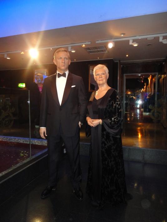 Daniel Craig y Judi Dench