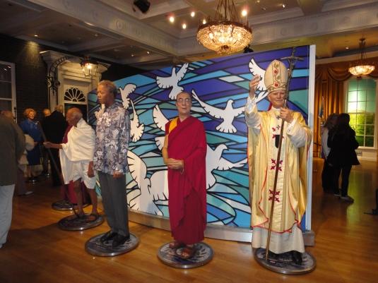 Gandhi, Nelson Mandela, Dalai Lama y el Papa Juan Pablo II.