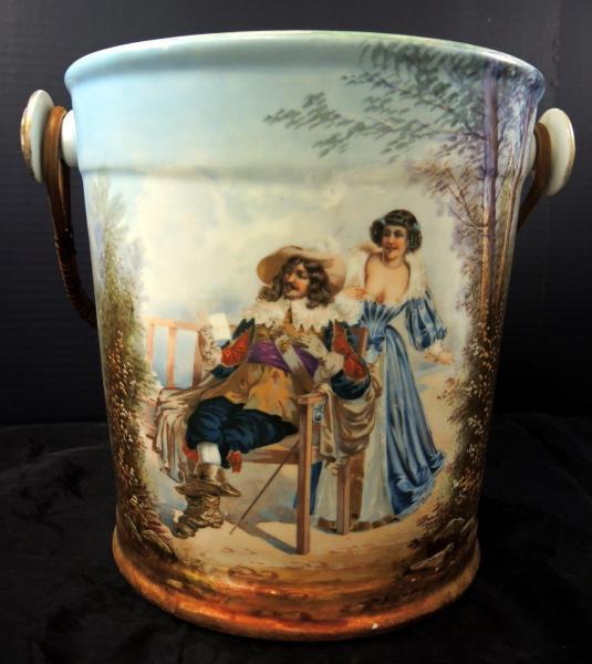 Balde de porcelana Limoges para botella de champagne y hielo. Tiene asa de bambú. Francia, 1910.