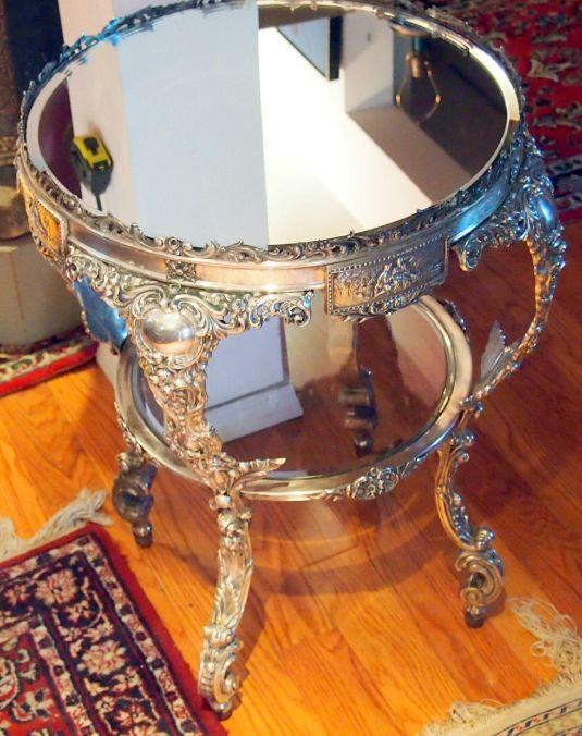 Mesa de plata con tablero de espejo. Estados Unidos, 1882.