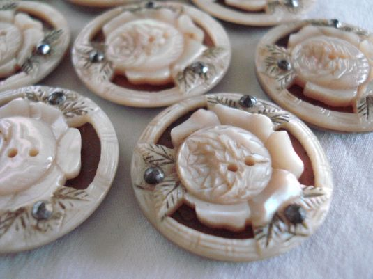 botones ANTIQUE Victorian MOTHER of PEARL CARVED Rosettes w MARCASITE BUTTONS