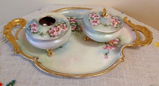 Vanity set de porcelana Limonges. Francia, 1880.