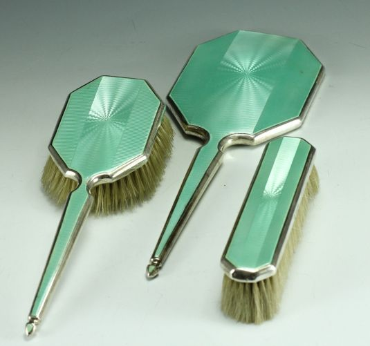Vanity set de plata esterlina y esmalte verde. Inglaterra 1935.