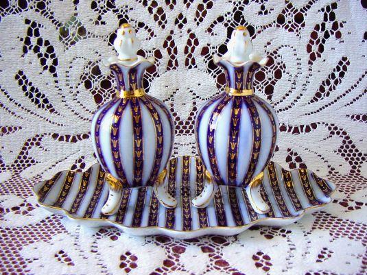 Vanity set Art Nouveau de porcelana Sevres con pan de oro. Francia, 1890.