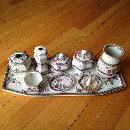 Vanity set de porcelana Thomas & Sons. Inglaterra, 1890.