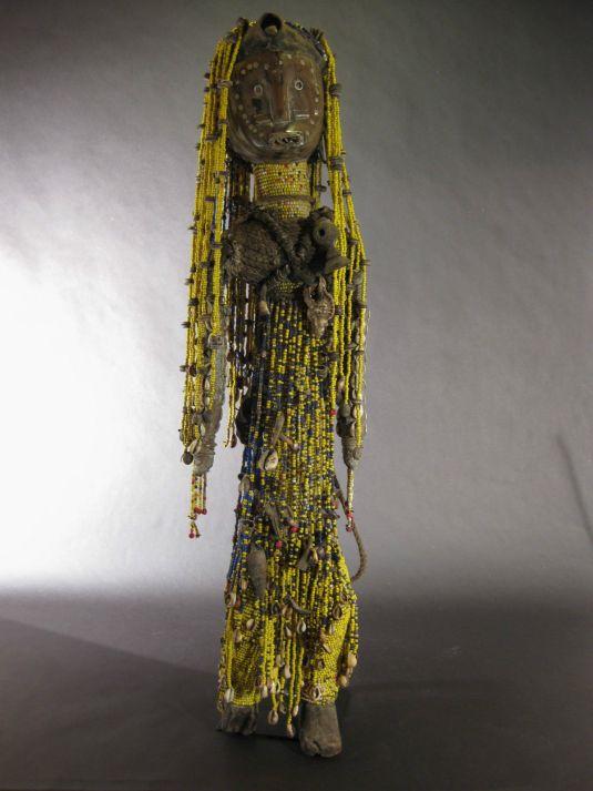 marioneta sudan 1950 madera chaquiras metal