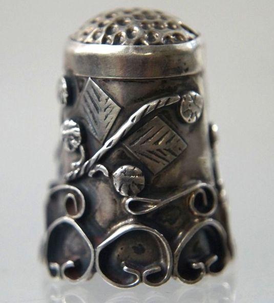 dedal plata esterlina eruopeo siglo XIX