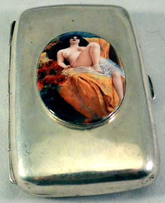 eros Sterling Silver Cigarette Case with Erotic Nude Laying Back on Bed - Birmingham inglaterra 1905