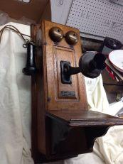 Teléfono de pared, madera y metal. Monarck, Illinois, 1899.