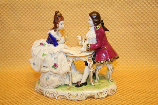 figura porcelana Bears Crowned K Dresdenpareja jugando cartas Alemania siglo XIX