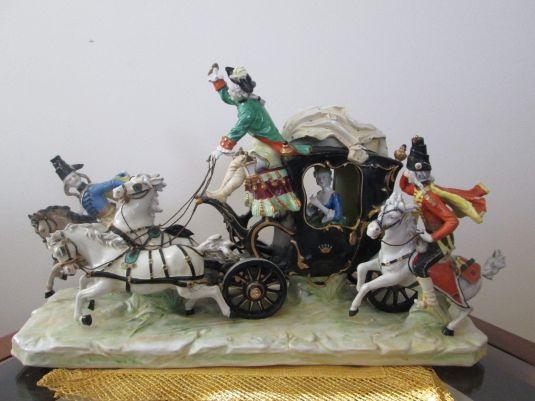 figura porcelana Dresden Ernest Bohne Rudolstadt Volkstedt carruaje Alemania siglo XIX