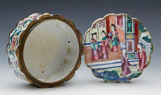 metal esmaltado pastillero de bronce China 1800