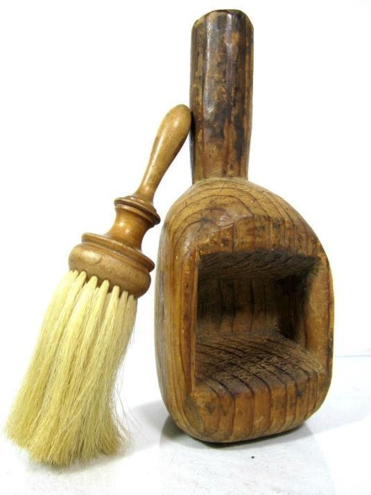 barbería brocha con pelo de caballo y recipiente de madera USA siglo XVIII