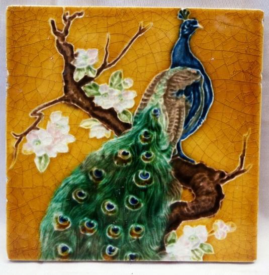 mayólica art nouveau pavo real Inglaterra 1900