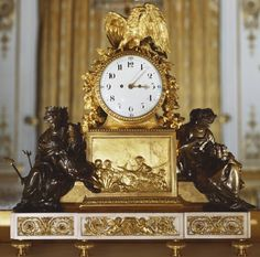 reloj de Buckingham Palace ubicado en la Sala Blanca de Dibujo