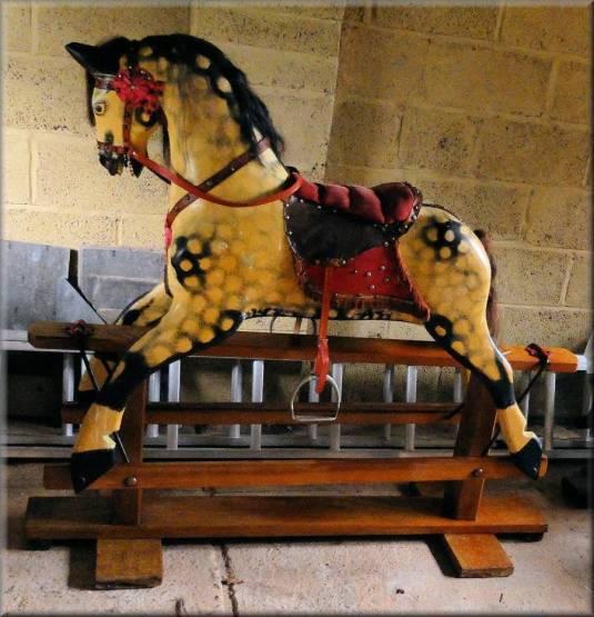 caballo-mecedora-de-madera-cuero-metal-inglaterra-1960-fabricado-por-collison-of-liverpool