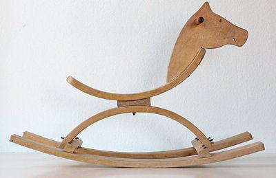 caballo-mecedora-de-madera-estilo-modernista-estados-unidos-50