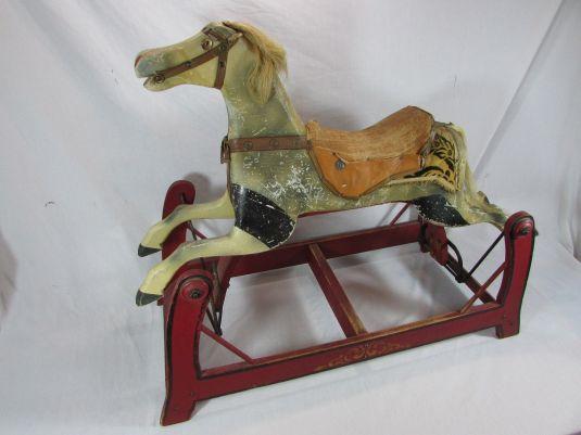 caballo-mecedora-de-madera-y-cuero-era-victoriana