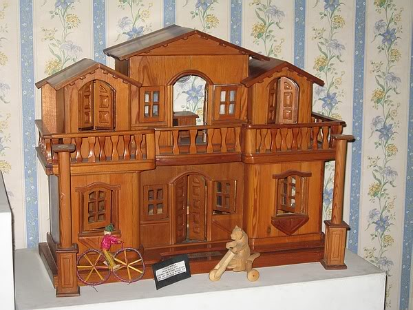 casa-de-munecas-totalmente-de-madera-museo-del-juguete-trujillo-peru