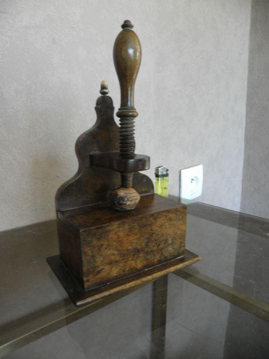 cascanueces-de-madera-y-hierro-francia-1850