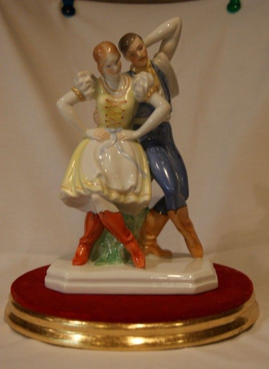 porcelana-danza-hungara-fabrica-hungara-herend-creada-por-lux-elek-1940
