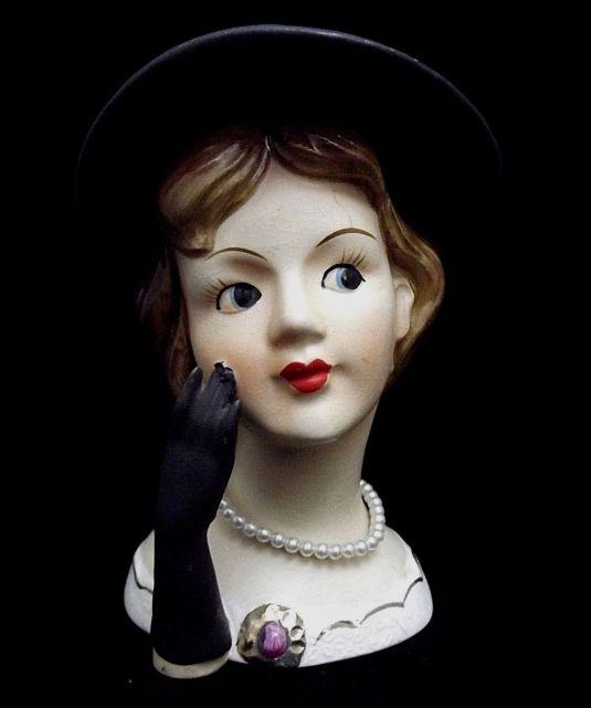 florero-ceramica-rostro-de-dama-de-negro-con-sombrero-japon-fabrica-rubens-1950s