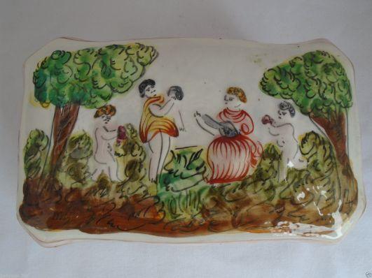 capodimonte cofre siglo XIX decorado con escenas campestres
