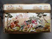 capodimonte cofre siglo XIX decorado con escenas de caza foto 2