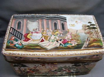 capodimonte cofre siglo XIX decorado con escenas de caza